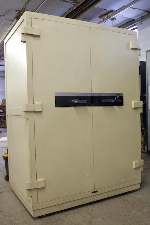 Used Vault Doors : Pre owned diebold hour double door fire safe lackasafe