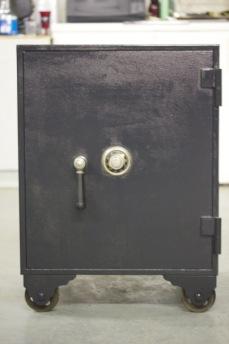 antique safes for sale lookup beforebuying. Black Bedroom Furniture Sets. Home Design Ideas