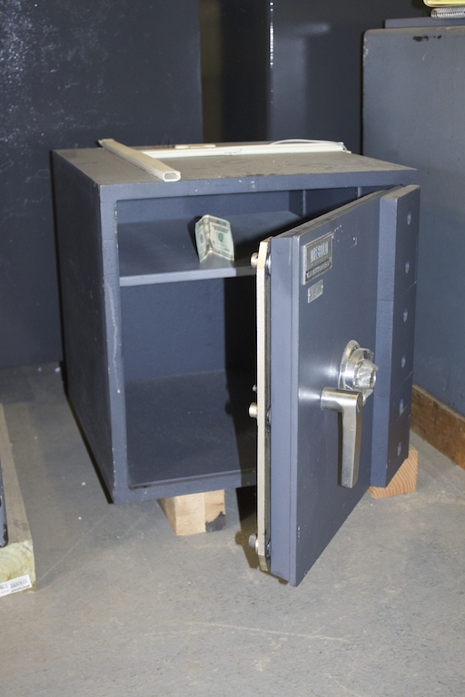 Used Small Diebold TL15 High Security Safe - lackasafe