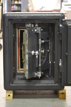 Unique Antique Mosler Fire Safe With Safe Inside Lacka